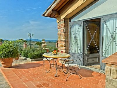 Photo for Beautiful apartment in a Tuscan property on a hill with pool and splendid view