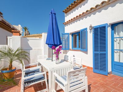 Photo for Ample terrace with sea views in the center of Sitges old town