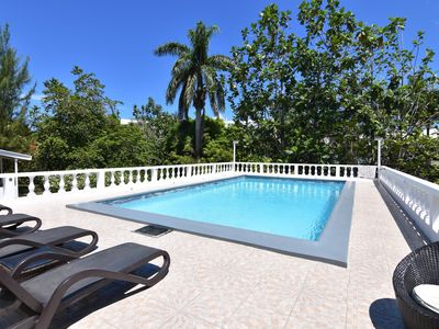 Photo for Comfy bedrooms with swimming pool plus free wifi, spa hut, bbq, 24-hour security