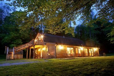 Cozy enough for a few couples and large enough for 20 friends/family members.