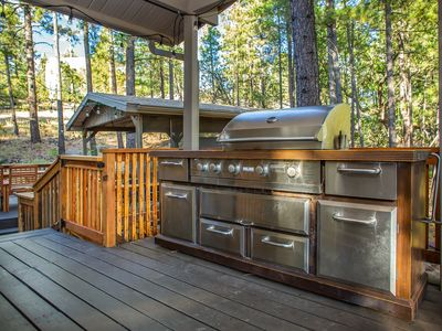 NEW! Gorgeous Pinewood Treehouse Chalet!