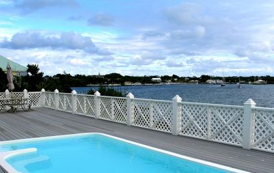 Beautiful and spacious family friendly home with pool on White Sound.