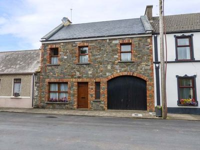 Photo for Carrigaholt Cottage, CARRIGAHOLT, COUNTY CLARE