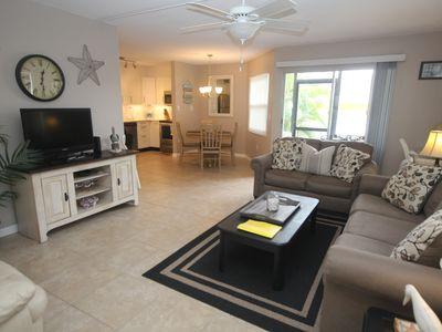 Photo for Lovely Siesta Key condo only a few steps away from private beach and shopping