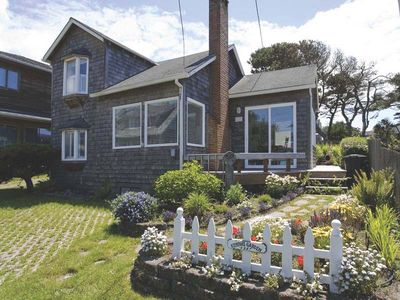 Historic Cannon Beach Home - 50 Steps From The Sand - West Presidential Streets