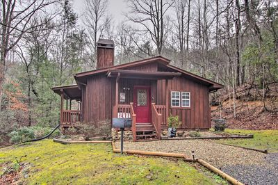 Discover a blend of city & seclusion at this 2-bedroom, 2-bath Gatlinburg cabin!