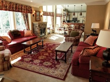 IN Village Beautiful Large Deck Views Fireplace Private Parking