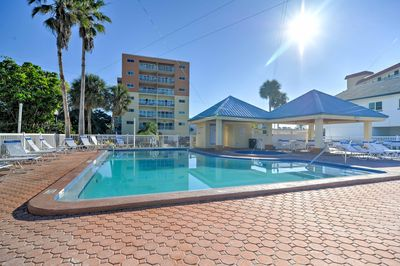 Bask in the sun from this 2BR, 2-bath vacation rental condo in Redington Shores!