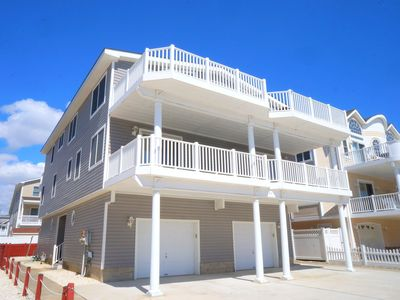 Photo for Only a short walk to the beach. Beachblock townhouse. Nice residential street in the south end of the island.