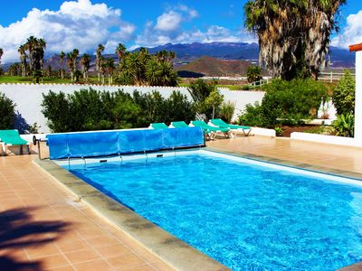 Photo for Stunning 3 / 4 bed villa with private heated pool and sea views, Golf Del Sur