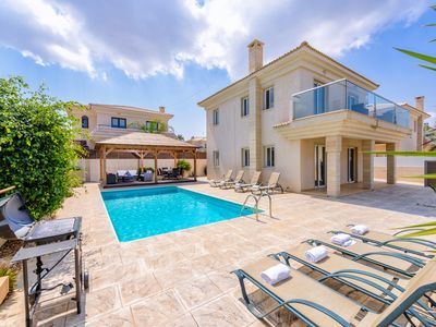 Villa Hannah - 4 bedroom villa with sea view & private pool