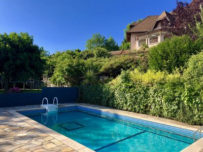 PRIVATE SWIMMING POOL AND ENCLOSED GARDEN