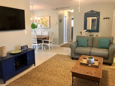 Cozy Beach Cottage with hot tub. Sleeps 10. Walking distance to beach.