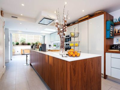 Photo for Gorgeous, modern home close to The Thames and Chelsea, sleeps 6 (Veeve)