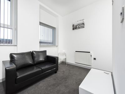Photo for Comfortable 1BR Apartment by the Station