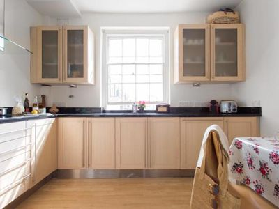 Photo for 2BR Villa Vacation Rental in London