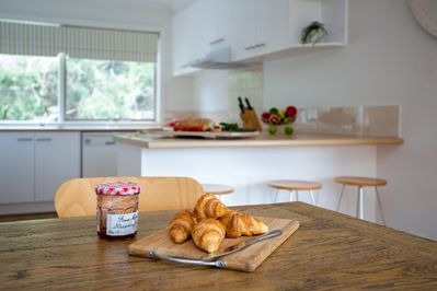 Coonawarra Extendable Dining Table - Good House Holiday Rentals