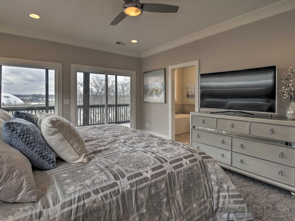 NEW! 3BR Nashville Home On River 5 Min to Downtown