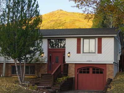 Photo for Early Ski Season Deals-Dog Friendly, On Free Bus Rt, NEW Private Hot Tub, Slope Views, Fenced Yard