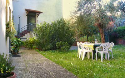 Photo for Spacious apartment with garden in a quiet area, close to the sea and shops