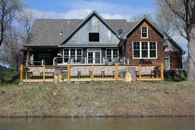 Flatwater Lodge - River View