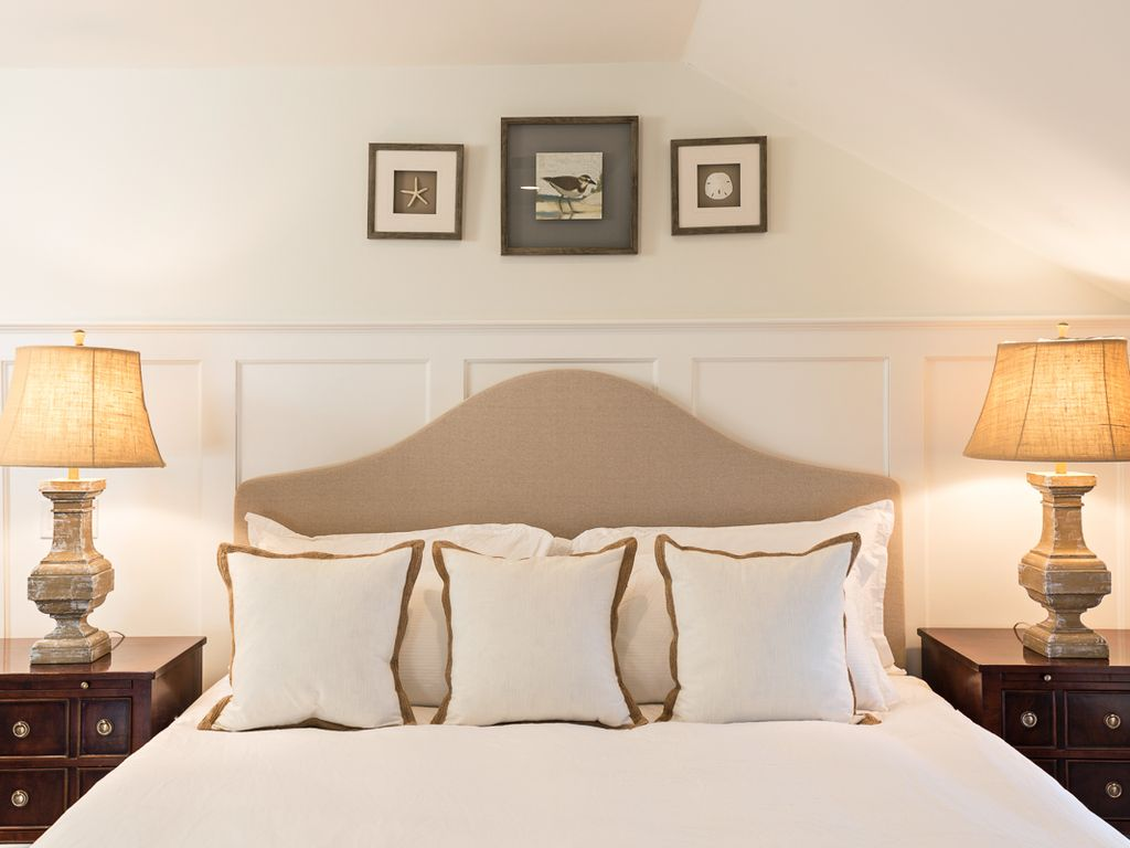 5 star luxury stay directly on main street chatham last for Luxury stays