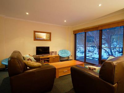 Photo for Apt 10 Cedarwood - Spacious Ski-in Ski-out Alpine Apartment