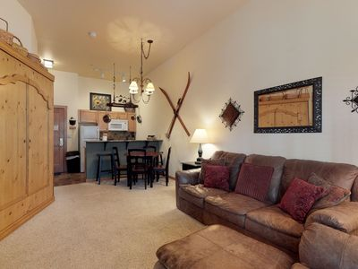 Photo for Upgraded, ground-level condo with shared hot tubs and pool, ski area views