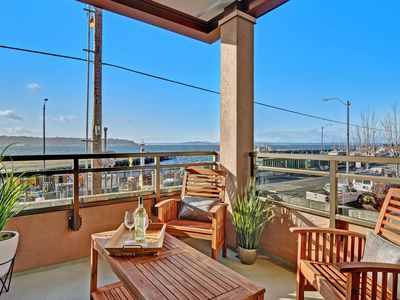 Photo for 2 Bedroom Waterfront Oasis * WALKING DISTANCE TO EVERYTHING * OPEN 5/19-21