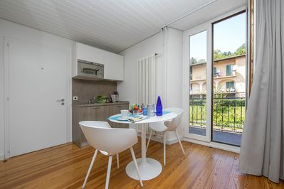Dining set and access to the balcony