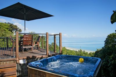 Selah Beach View - Nelson Holiday Home with Spa Pool