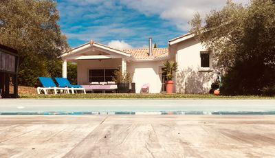 Photo for Spacious villa near Bordeaux with heated pool