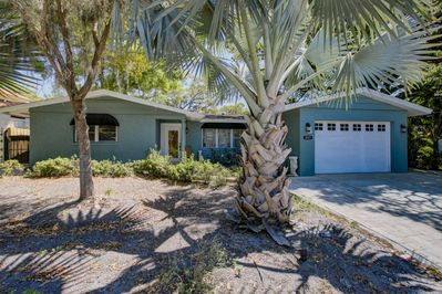 Granada home with 4 bedrooms and a screened-in pool! (Garage not included)