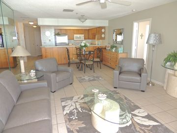 Beautiful Oceanfront Condo, Clean & Well Maintained, Great Oceanfront Views!
