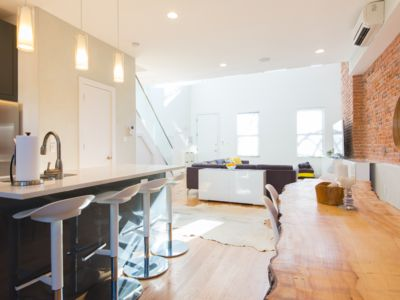 Photo for 2100 sq-ft Triplex with double-high ceilings, huge bedrooms & tons of light