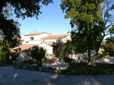 Photo for Villa 8 pers., Large swimming pool, quiet garden 4 km from Lorgues, green Provence.