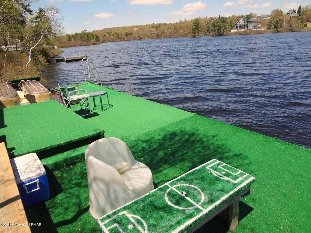 Lakefront deck on water hot tub sauna swim able lake for Long pond pa cabin rentals