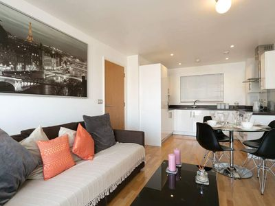 Photo for Modern two bedroom two bathroom apartment close to London bridge
