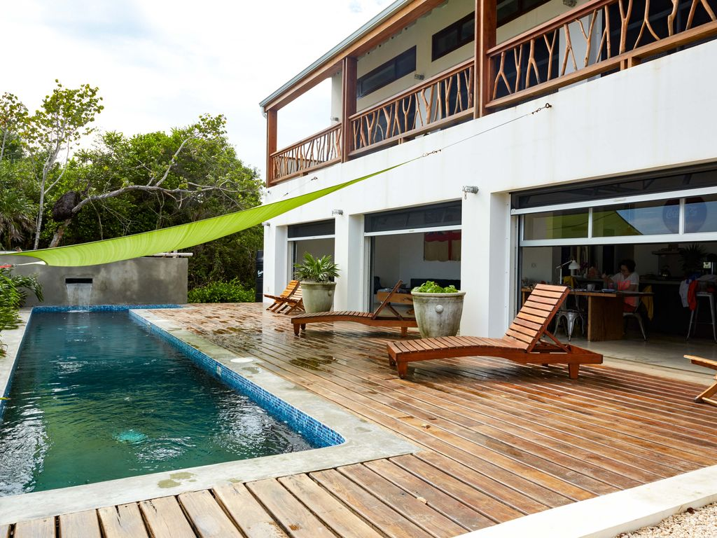 A sustainable modern beach villa