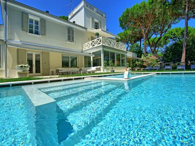 Photo for Villa Guidi - luxury villa with private swimming pool only 150m from the beach in Milano Marittima