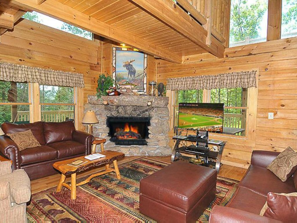 Unique Cabin With Large Deck Perfect For Family Getaway