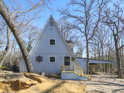 Photo for Lake Texoma Cabin - 2 Min from Highport in Tanglewood