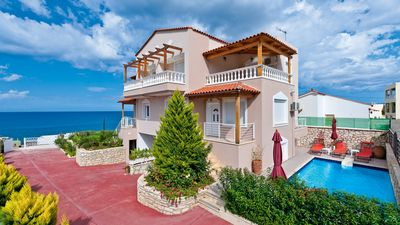 Photo for Modern villa with pool - 300m to the beach