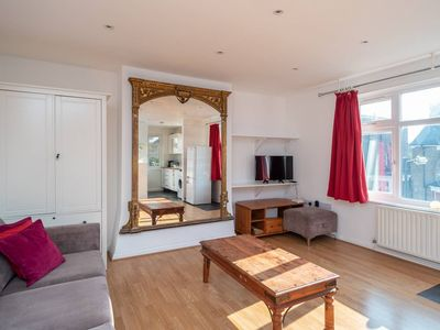Photo for Bright 2 bed, 5 minutes from Greenwich DLR!