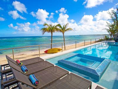 Twin Palms: Barefoot Beach w/ Shallow Snorkeling & 60-ft Pool w/ Heated Spa in Rum Point