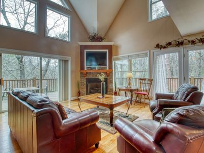 Dog-friendly house w/ private hot tub, gas fireplace, game room, & much more!