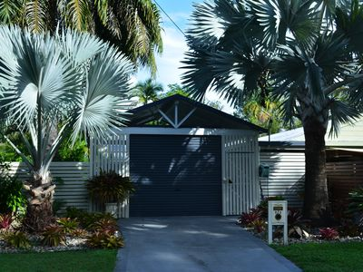Your own private holiday Oasis fully self contained, 50mt mt from 4 mile beach.