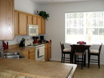 Golf Course vacation townhouse, lovely, clean and fully equipped