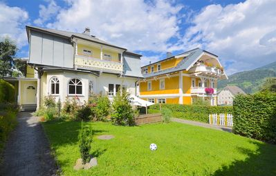 Photo for Villa Skilift-Seeblick - beautiful town centre Villa with ski lift and piste 50 m away
