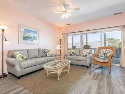 Perfect for 2 Couples or Families! Less Than 75 Yards To Beach, Pet Friendly